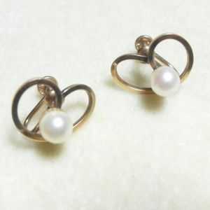 Gold filled pearl Cultured earrings, Screw back